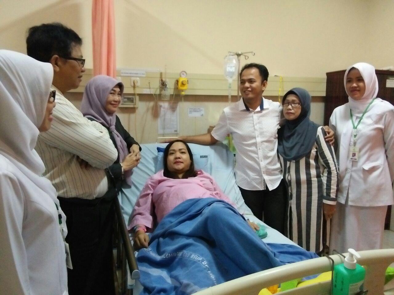 Permalink to Seorang Ibu Lahirkan Bayi Kembarkan 4 di RSMH Palembang