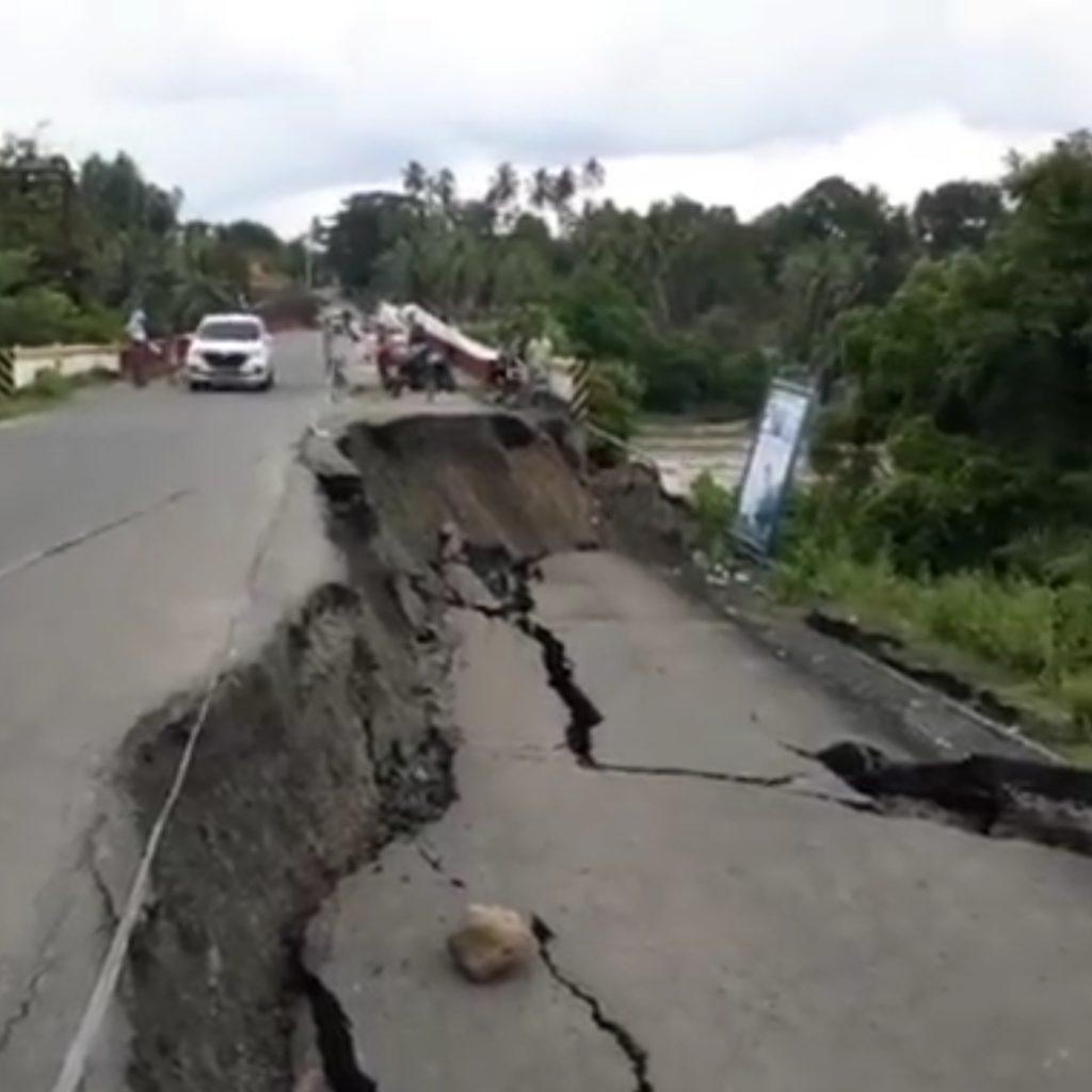 Permalink to Akibat Curah Hujan Tinggi Jalan Lintas Tengah Lahat Ambles