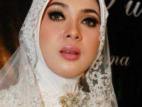 Syahrini Tambah Kuota Umrah Korban First Travel
