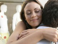 Manfaat-manfaat Positif Jika Berpelukan